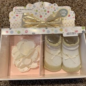Little Me Gift Set - Headwrap, Clip and socks